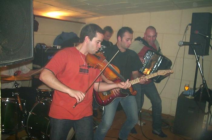 http://radola.free.fr/armens/images/live/ArmensL14.jpg
